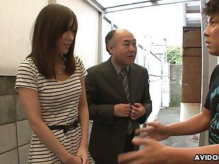 Two kinky dudes enjoys shaving Japanese hairy pussy of Saki Aiba