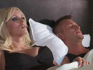 Stunning booty of curvy blonde MILF Stormy Daniels jiggles on fat cock