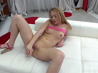 Solo girl toys her cherry until she reaches the finest orgasm