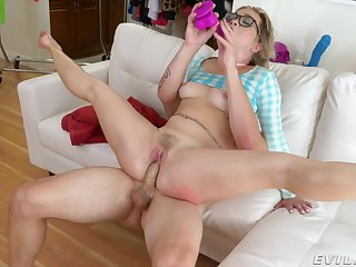 Amateur slut loves it in the ass more than the pussy