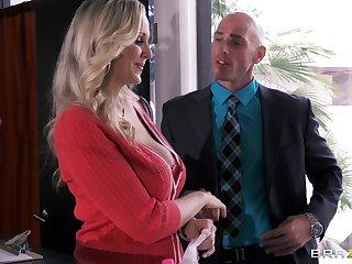 Busty secretary Julia Ann drops on her knees to please her boss
