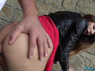 Teenager fucks with a stranger after he pays her