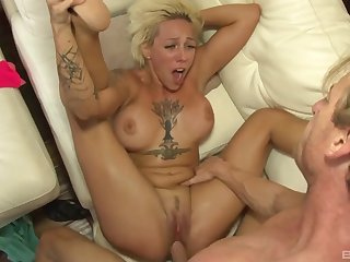 Seductive mom tries young meat in her fanny